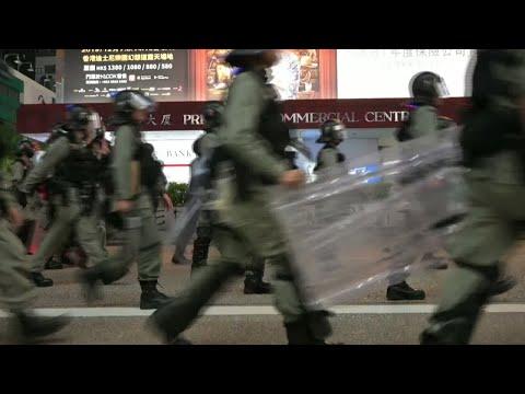 تجدد المظاهرات في هونغ كونغ والحكومة تحد من استخدام الانترنت