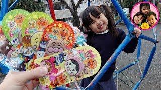 アンパンマンぺロペロチョコ隠された! 公園で遊んだよ♪ キラキラプリキュアアラモード おもちゃ お出かけ 滑り台 ママコラボ#01 thumbnail
