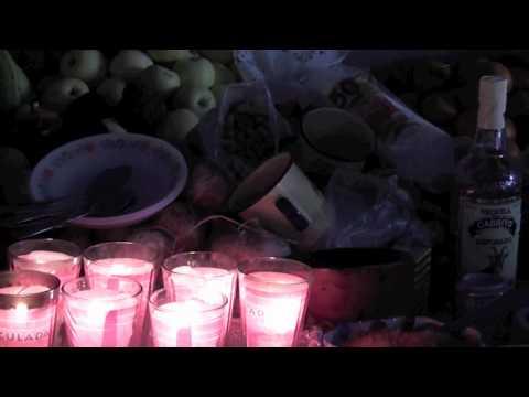 Ofrenda de muertos, altar de una familia típica de Tlaxcala [HD]