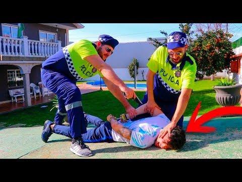LA POLIC�A ENTRA EN MI CASA ESTANDO EN DIRECTO !! BROMA MUY PESADA !! Makiman