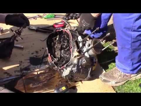 Suzuki DR 600 motorblokk szétszedése.
