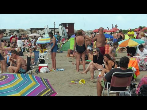 Crowded beaches in Argentina as cases rise during vacations