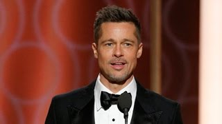 Repeat youtube video Brad Pitt Makes SURPRISE Appearance During 2017 Golden Globes