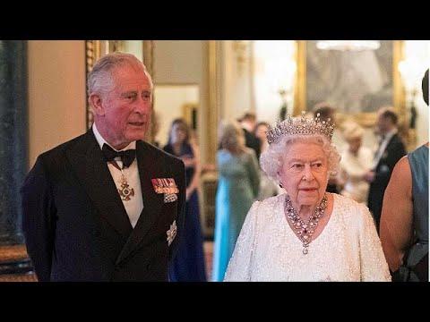 Isabel II escolhe Carlos como sucessor