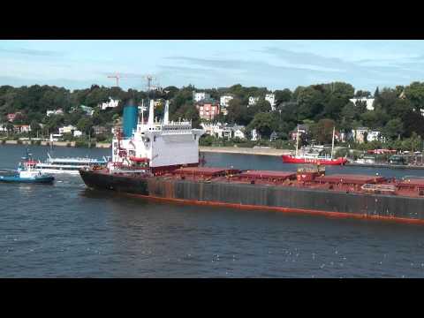 """Bulker MS """"GOLDEN SEA"""" einlaufend Hamburg 20.8.2010"""