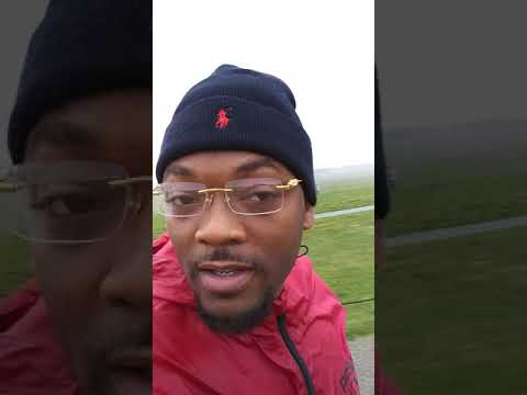 STONEHENGE UK TRAVEL HOOD TOUR GUIDE