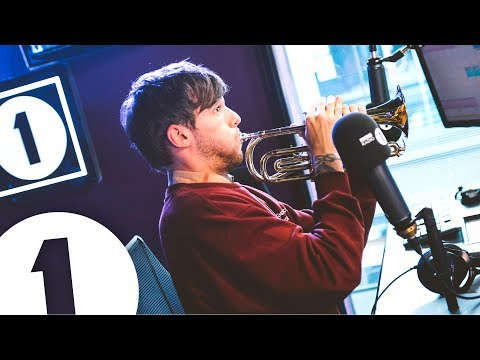 Louis Tomlinson plays trumpet and talks Tobey Maguire, Niall and Pelé
