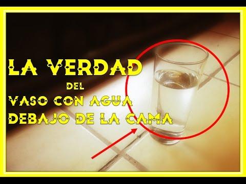 Un vaso de agua bajo la cama