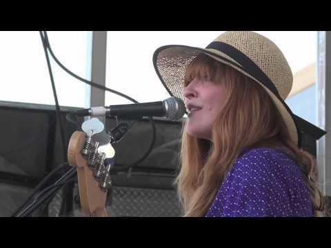 """La Sera """"Never Come Around"""" live at Waterloo Records SXSW 2011"""