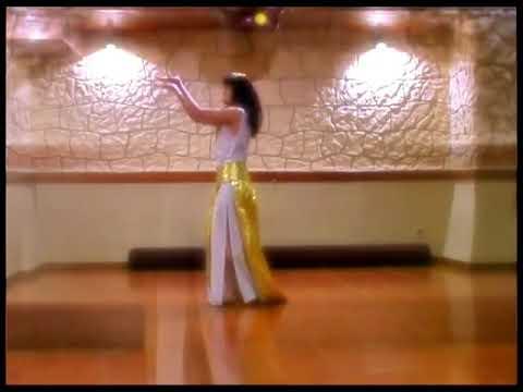 Cмотреть онлайн Старинные танцы - в старинных костюмах.