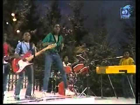 Musical Youth - Never Gonna Give You Up LIVE on Pop Goes Christmas 1982