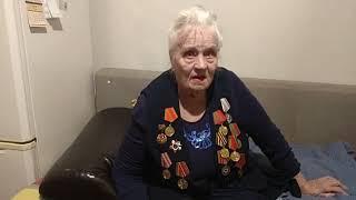 Ксения Архиповна Алферова, ветеран войны, поздравляет ветеранов блокадного Ленинграда