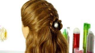 Прическа в школу на основе французской косы с цветком из волос.(Всем привет! В этом видео я покажу вам, как сделать легкую прическу в школу на основе французской косы для..., 2013-07-31T16:54:07.000Z)