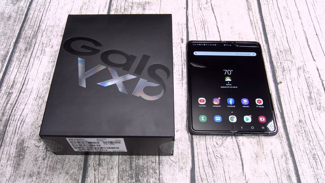 Samsung Galaxy Fold - Unboxing and First Impressions