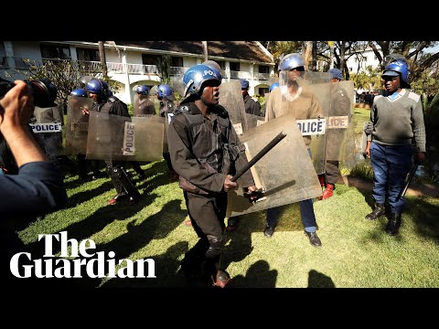 Zimbabwe riot police delay opposition press conference