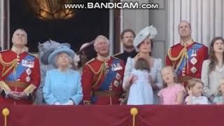 принцесса Шарлотта чуть не упала на балконе