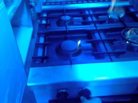 Cucina gas 4 fuochi con forno serie 90 zanussi youtube for Cucina 8 fuochi zanussi