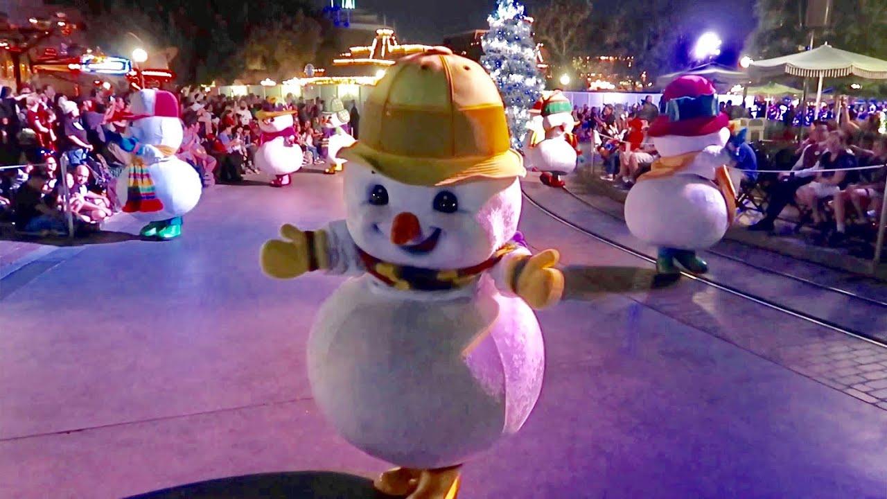 Disneyland Christmas Season 2019 Opening Day Snow On Main Street Small World Holiday Much More