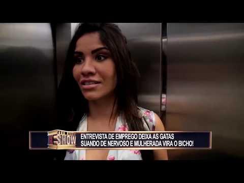 Entrevista De Emprego Deixa As Gatas Suando De Nervoso No Elevador