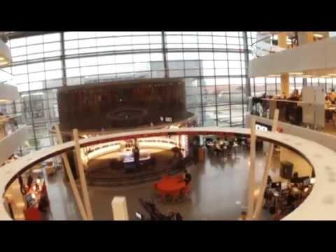 Flyv med drone igennem Newsroom på 90 sekunder - DR Nyheder