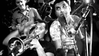 Kocani Orkestar - Siki Siki Baba (Strict Strict Father)