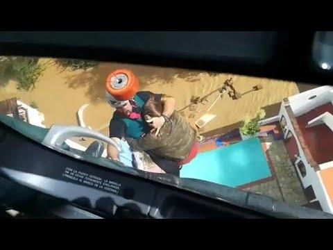 شاهد: فرق الإطفاء تنقذ جواً سكان جنوب إسبانيا من الأمطار والفيضانات …  - نشر قبل 4 ساعة
