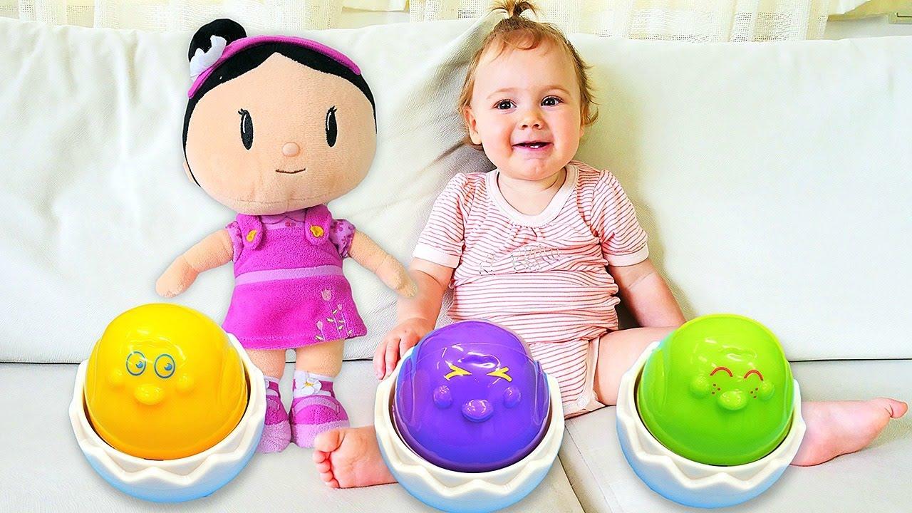 Bebek bakımı oyun videosu.  Sevcan, Derin ve Şila yumy yumy yumurta oyunu oynuyor