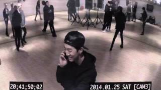 Video [VIDEO] B.A.P - Yongguk's phone call with girlfriend(?) by LOEN MUSIC download MP3, 3GP, MP4, WEBM, AVI, FLV Agustus 2018