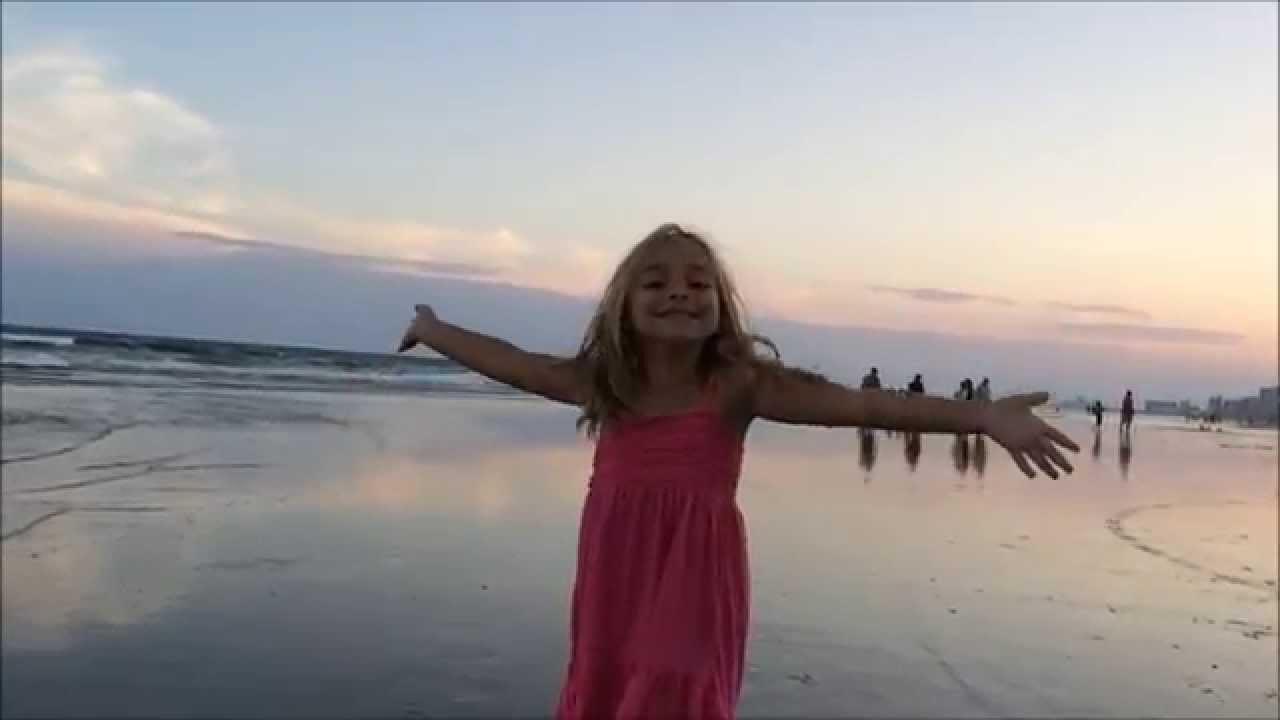 Random dancing on the beach in Sri Lanka - YouTube