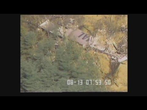 墜落機、確認直後の映像 日航事故、陸自が空撮