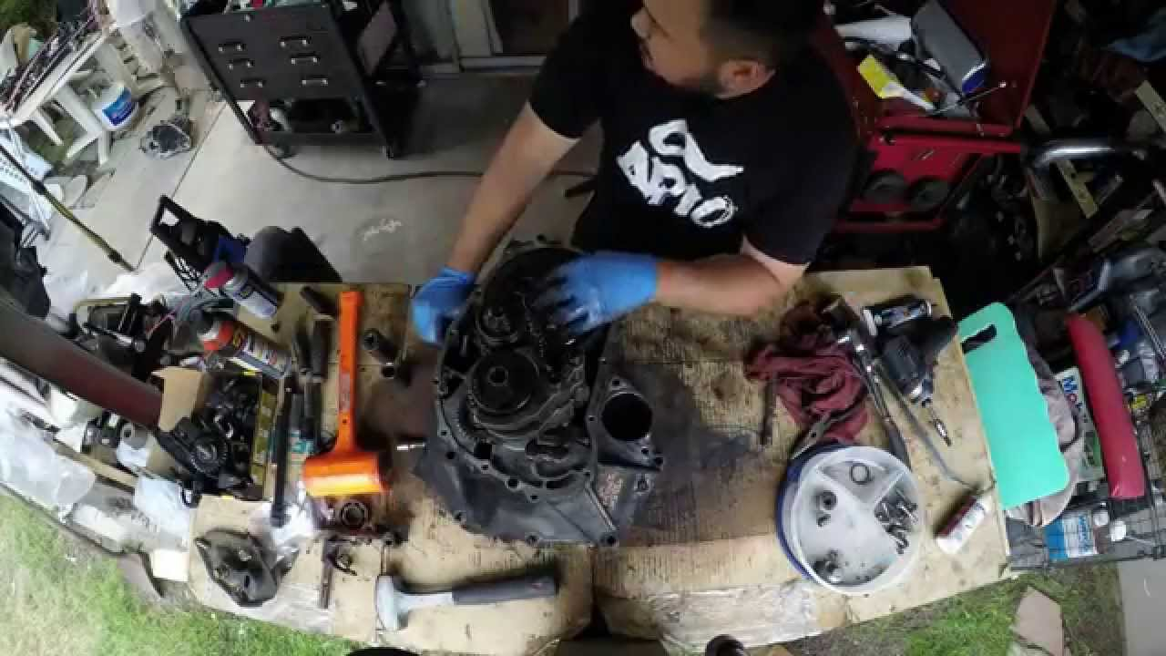 Timelapse of a Honda D series transmission tear down and re