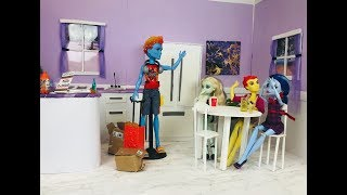 The Visitor- A Monster High/Ever After High Stop Motion