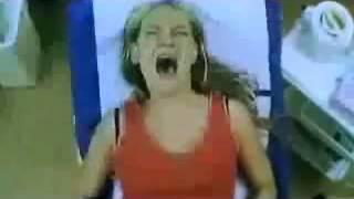 Repeat youtube video Veja a reação das Mulheres na primeira vez de depilar a virilha