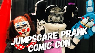 sister-location-funtime-freddy-jumpscare-prank-in-real-life-bon-bon-baby-wizard-world-comic-con
