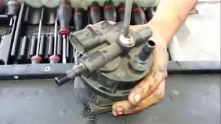 Changer le filtre à carburant sur Renault Kangoo 1.9 d.Change the fuel filter on Renault  1.9 d