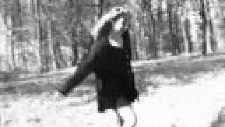 Jil Caplan - Entre les tombes (NOUVEAU)