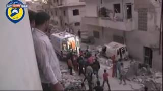 شاهد.. سوري يفقد السيطرة على شعوره بعد إنقاذ رضيعة من تحت الأنقاض