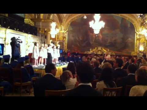 Charlène remet les diplômes de l'International School of Mon