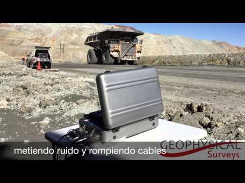 Camion Caterpillar 797 durante estudio geofísico. Geophysical Surveys. Terratem