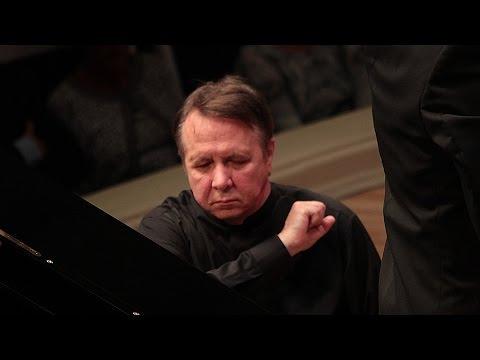 Mikhail Pletnev Plays Schumann - Piano Concerto (Berlin, 2016)