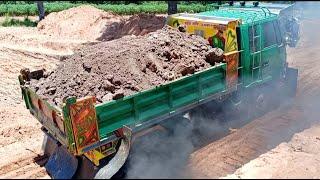รถหกล้อดั้ม!!มาดูหกล้อดั้มgreenบรรทุกดินขึ้นบ่อทางหนืดๆควันท่วมรถเลยงานนี้?? Dump Truck Excavator