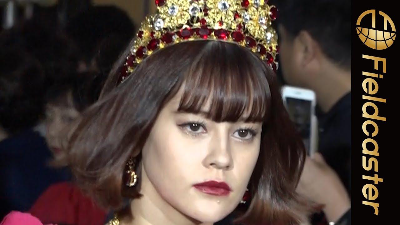モデルのemmaがトランプの女王様のような衣装で登場【D\u0026G ファッションショー】