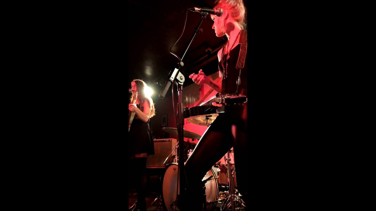 larkin-poe-overachiever-100-club-london-07-01-15-32memories