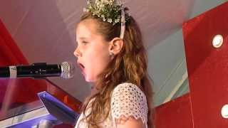 Amira Willighagen - Singing for children of Ikageng Township - March 2014