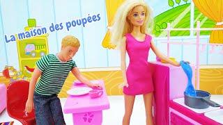 Barbie et Ken font le ménage. Vidéo en français pour enfants.
