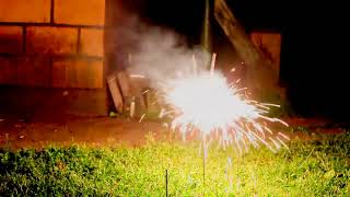 Огромная бенгальская свеча фейерверк огненный цветок   Fire flower online video cutter com
