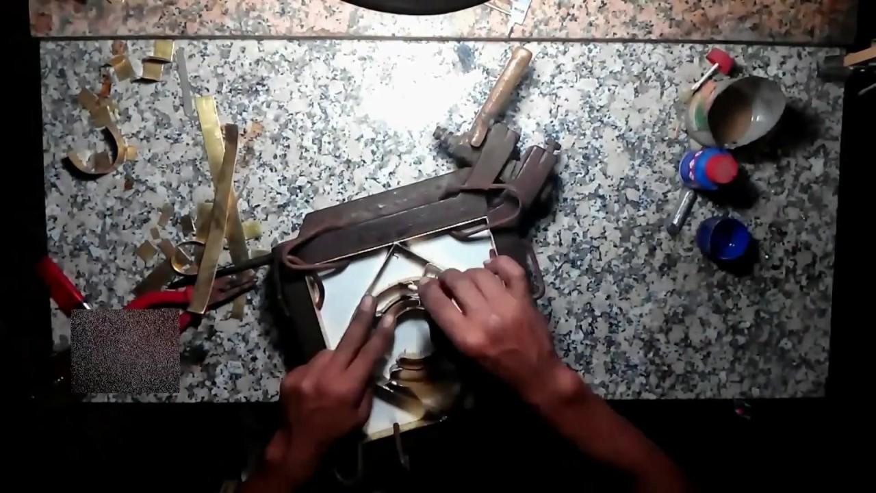 fabrication carreaux de ciment atelier cimenterie de la tour youtube. Black Bedroom Furniture Sets. Home Design Ideas