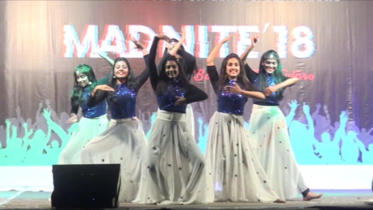 Girls Group Dance Performance | MADNITE 2k18 | Amrita School of Engineering  - Bangalore