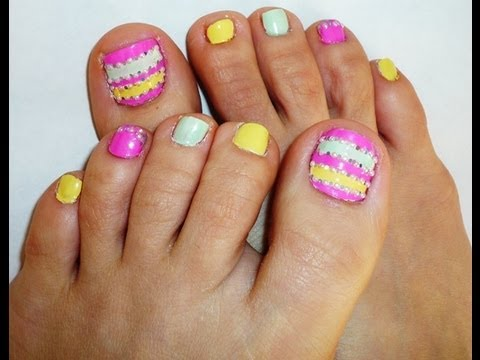 Pearls And Glitter Toe Nail Design