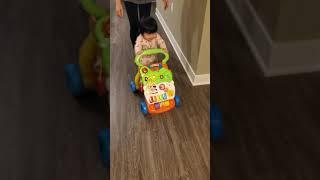 (11개월 아기 예나 일상)워커를 잡고 신나게 걷는 연…